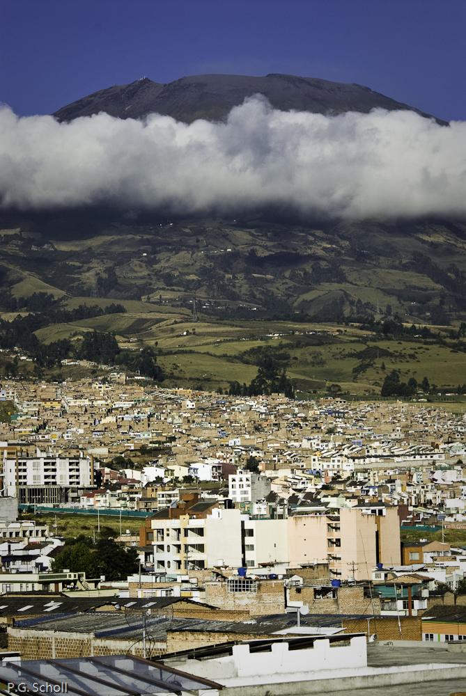 Le volcan Galeras domine Pasto, Nariño, Colombie.