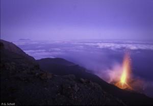 Eruption du Stromboli au petit matin