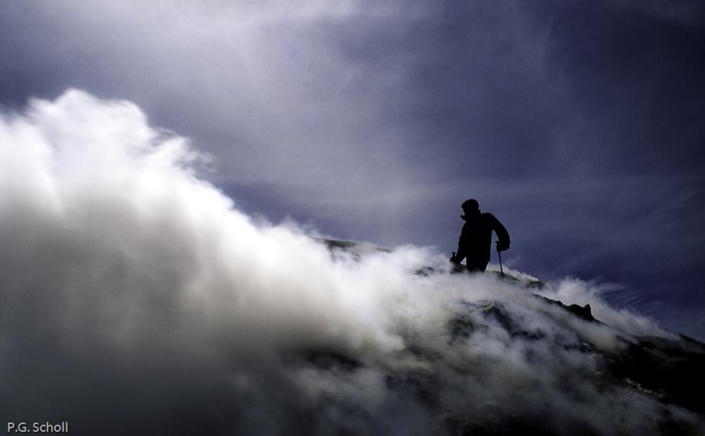 Une volcanologue sur les Fumeroles de l'Etna