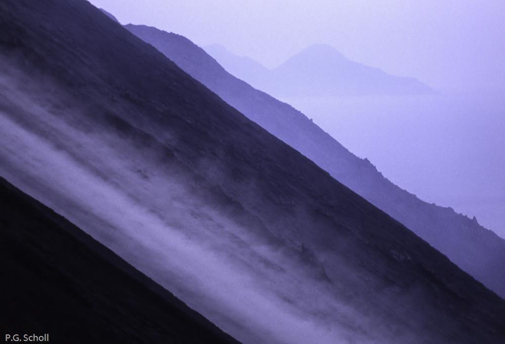 Sur les pentes du Stromboli, la lave est encore chaude