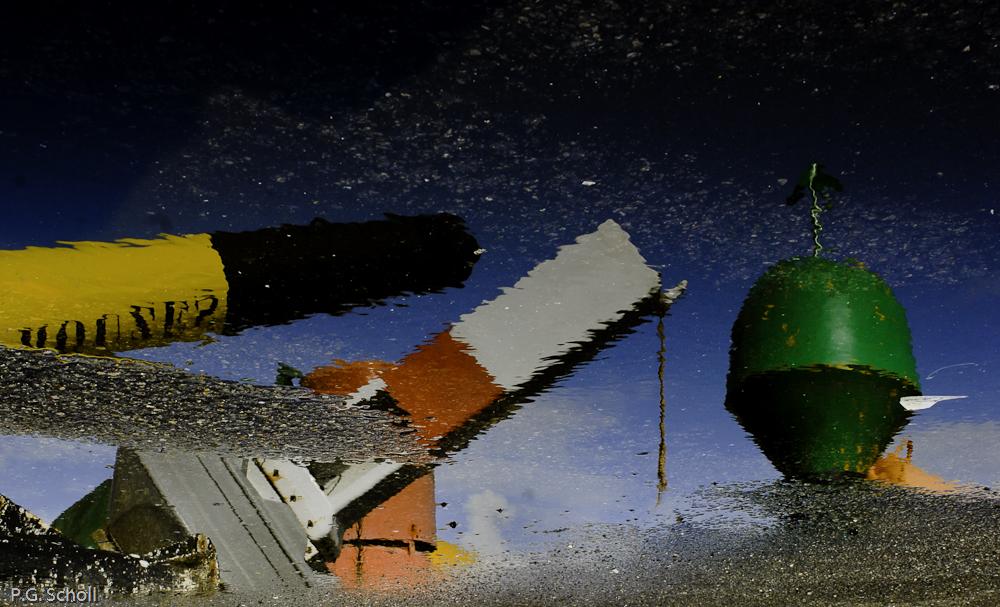 Reflet de bouées, Lorient, France.