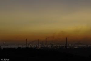 Ciel pollué au dessus des rafineries de Fos-sur-Mer, Provence, F