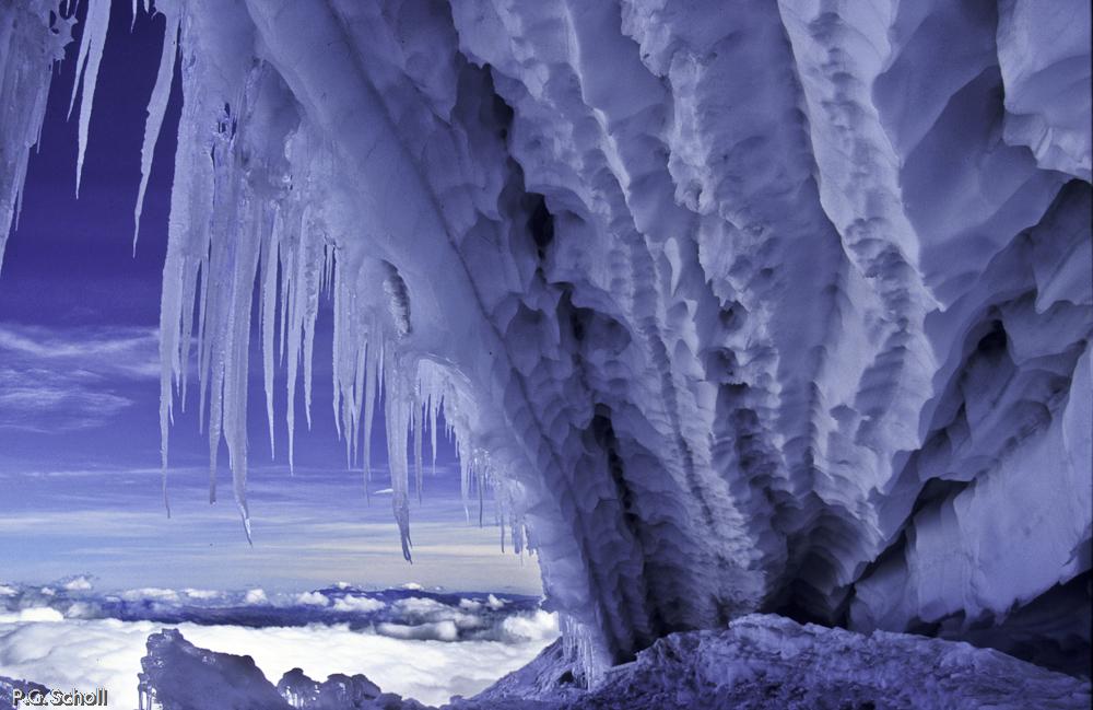Machoire de glace sur le flanc du Volcan Cotopaxi, Equateur,