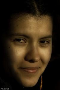 Regard malicieux d'une jeune colombienne.