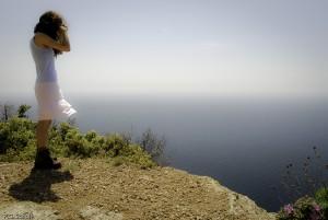 Jeune fille au Cap Canaille, Provence, France.