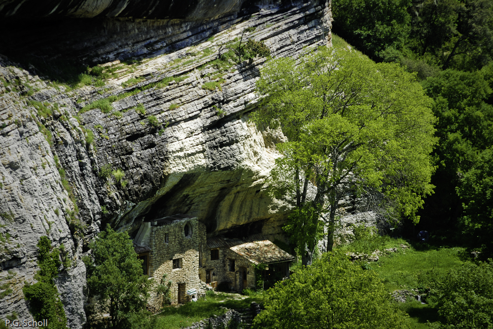 Maison troglodyte à Buoux, Lubéron, Provence, France.