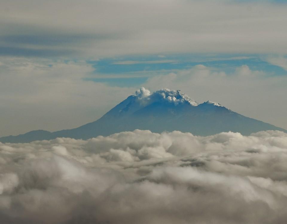 Volcan Cumbal au dessus des Nuages, Nariño, Colombie.