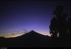 Le Volcan Villarica au coucher de soleil, Chili