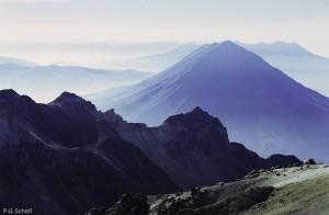 Le volcan Misti vu deuis le volcan Chachani, Pérou.