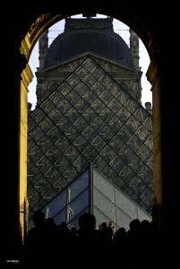 Louvre, porte et pyramide, Paris, France.