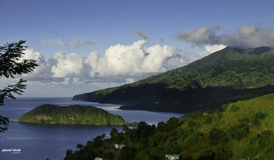 Le volcan de la Souffrière de Saint-Vincent vu de la cote ouest de l'ïle