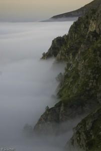 Mer de nuage dans les Pyrénées, France.