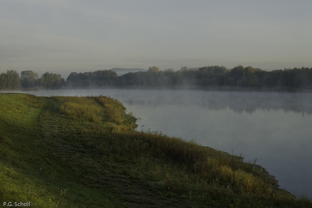 Brumes sur l'Oise, Picardie, France. 2