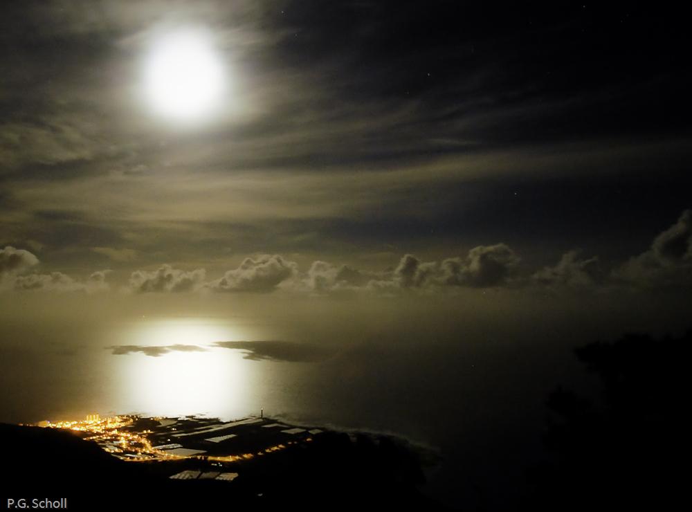 La nuit à Punta del Hidalgo, Tenerife, Canaries.
