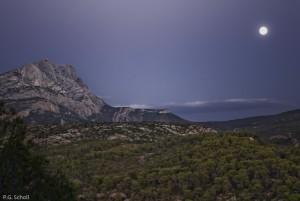 La Sainte Victoire et la lune, Provence, France.