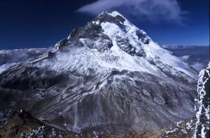 Le Volcan Illiniza Sur vu depuis le sommet de l'Illiniza Sur, Eq
