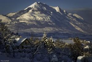 Paysage enneigé des Hautes Alpes, France.