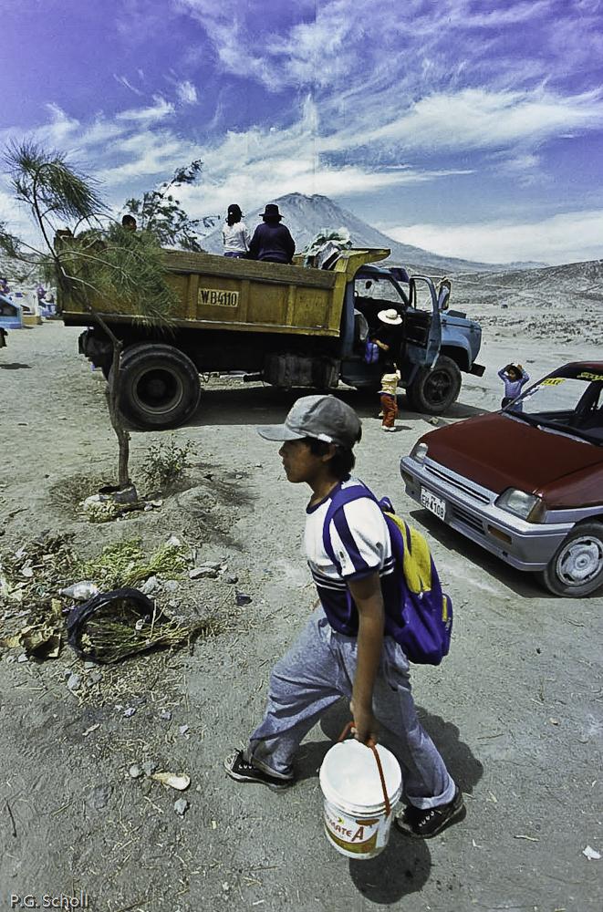 Le jour des morts aux abords d'un cimetierre d'Arequipa, avec le