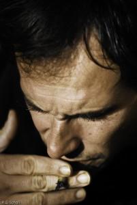 L'homme à la cigarette roulée.