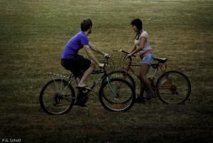 Couple à vélo, Nantes, France.