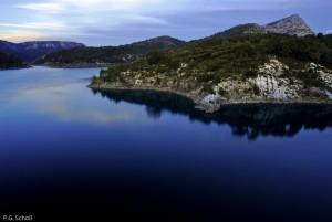 Le lac Bimont et la Sainte Victoire, Provence, France.