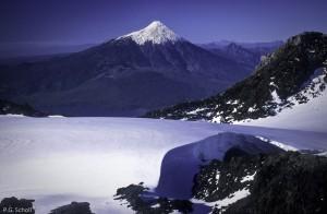 Le volcan Osorno, vu depuis le glacier sommital du Volcan Calbuco