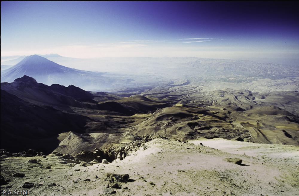 Le Volcan Misti et la ville d'Arequipa vus depuis le Volcan Chac