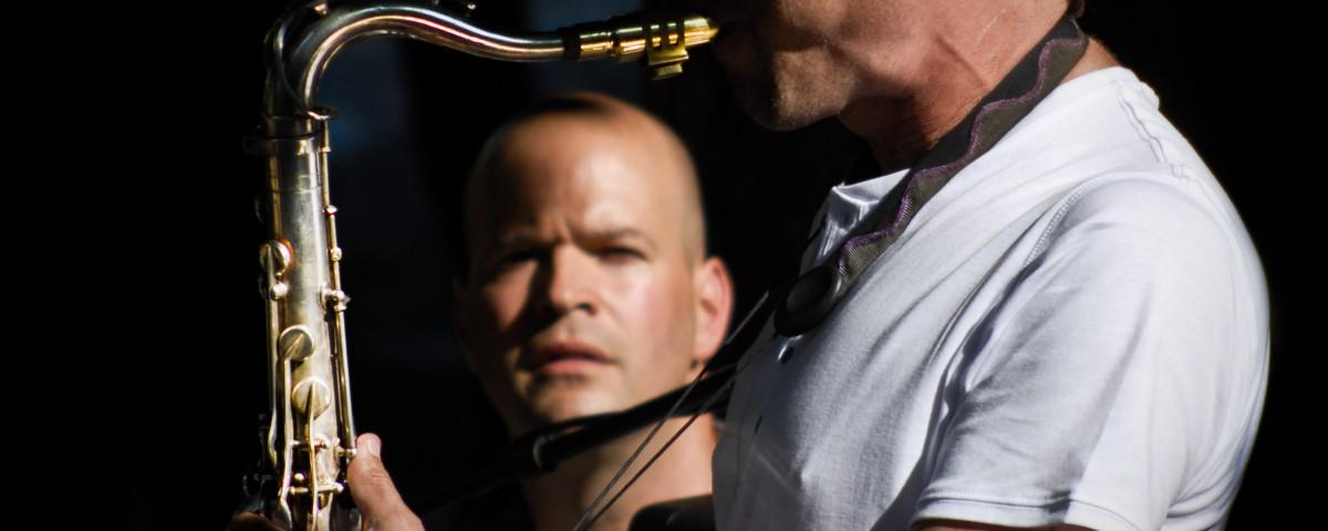 Saxophoniste et spéctateur